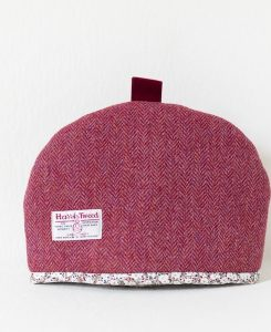 Katherine Emtage medium tea cosy raspberry herringbone Harris Tweed reverse